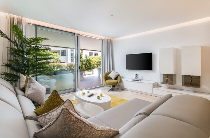 Apartment in Royal Banus II, Puerto Banus - 2