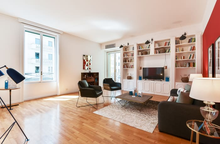 Apartment in Borgogna, Duomo - 2