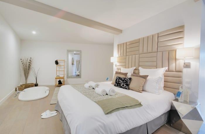 Apartment in Berthe I, Butte Montmartre (18e) - 11