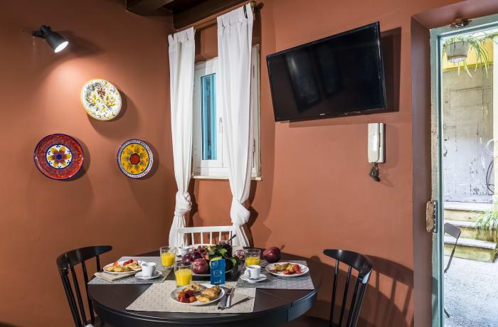 Apartment in Tre Cannelle, Roman Forum Colosseum, Piazza Venezia - 3