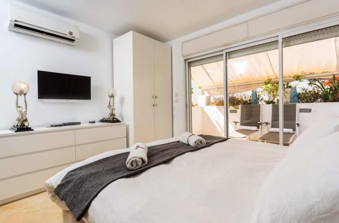 Apartment in Dizengoff Retreat, Central Beach Area - 12