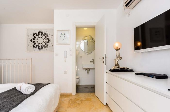 Apartment in Dizengoff Retreat, Central Beach Area - 18