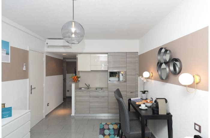 Apartment in Charming and Cosy 4D, Juan-les-Pins - 1
