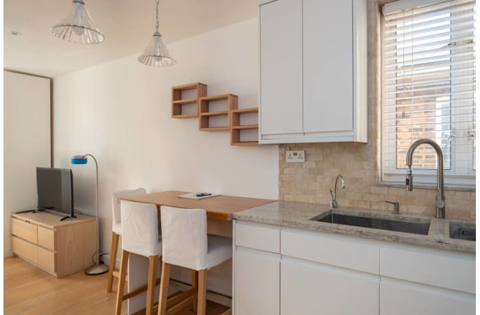 Apartment in Contemporary Queens Park, City of London - 3