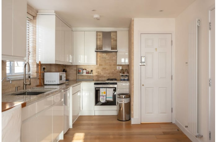 Apartment in Contemporary Queens Park, City of London - 0