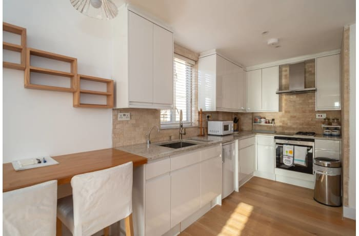 Apartment in Contemporary Queens Park, City of London - 2