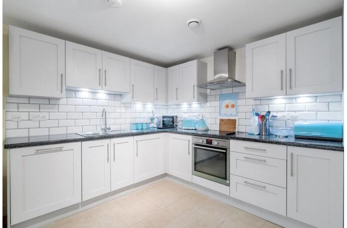 Apartment in Trinity Gardens, Brixton - 8