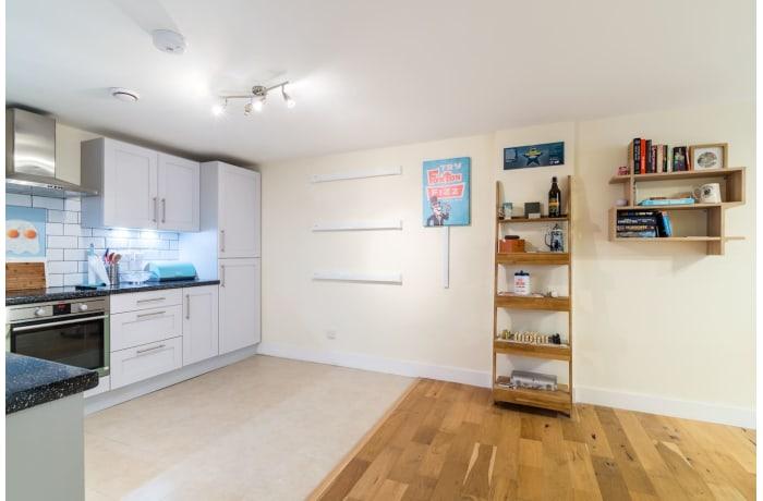 Apartment in Trinity Gardens, Brixton - 6