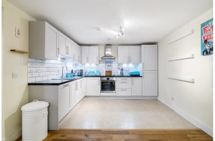 Apartment in Trinity Gardens, Brixton - 7