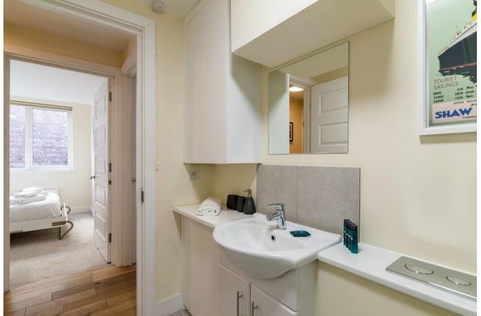 Apartment in Trinity Gardens, Brixton - 18