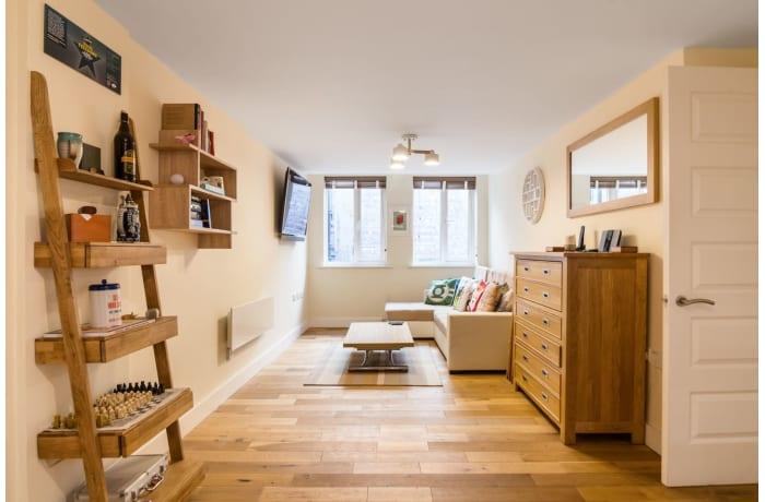 Apartment in Trinity Gardens, Brixton - 1