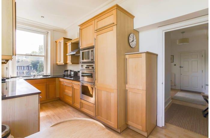 Apartment in Wimbledon Park, Wimbledon - 5