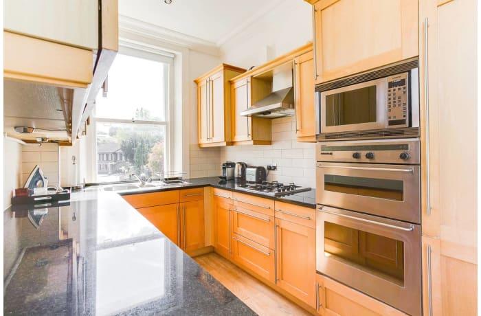 Apartment in Wimbledon Park, Wimbledon - 6