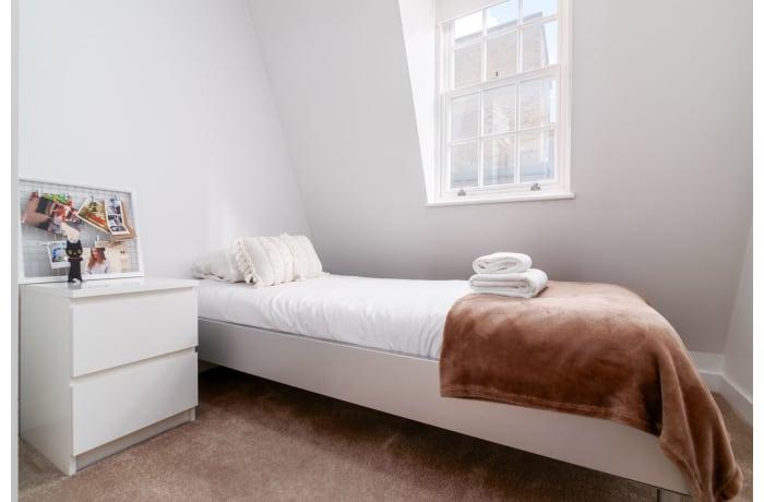 Apartment in West Kensington, Kensington - 18