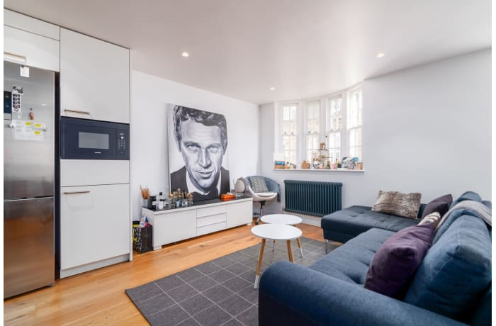 Apartment in West Kensington, Kensington - 2