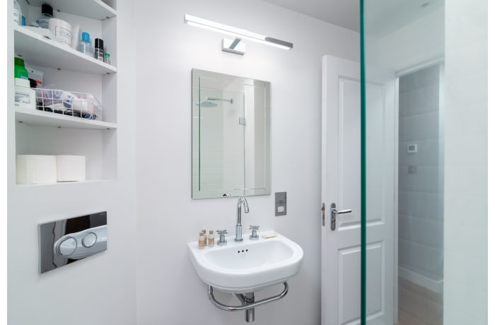Apartment in West Kensington, Kensington - 21