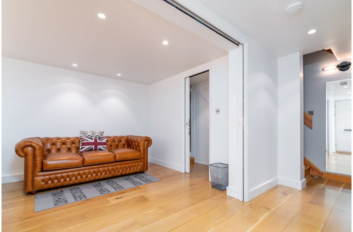 Apartment in West Kensington, Kensington - 4