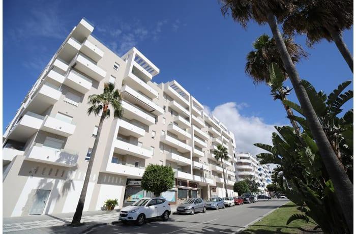 Apartment in Albatross Hills, Nueva Andalucia - 12