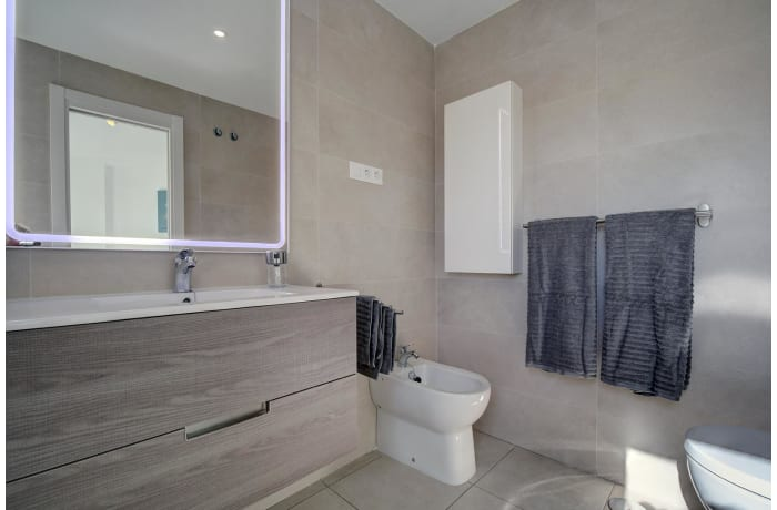 Apartment in Albatross Hills, Nueva Andalucia - 9