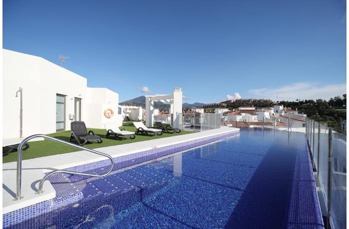Apartment in Albatross Hills, Nueva Andalucia - 14