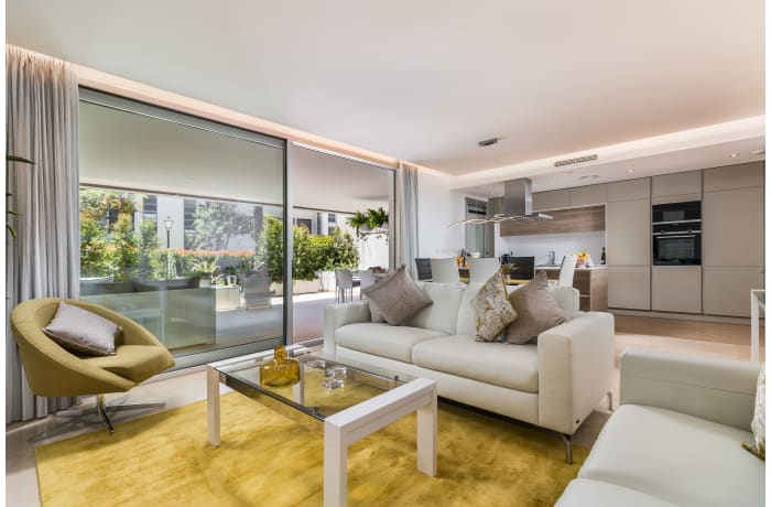 Apartment in Royal Banus I, Puerto Banus - 1