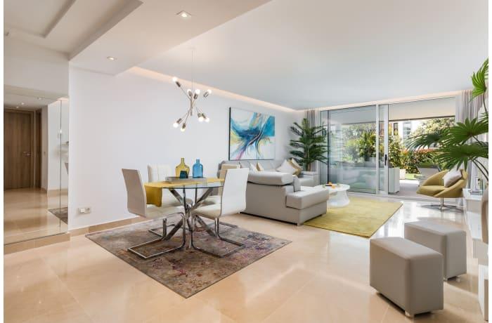 Apartment in Royal Banus II, Puerto Banus - 1