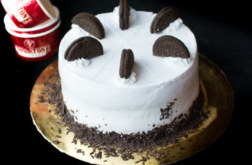 Layers Of Moist Chocolate Cake Sweet Cream Ice With Oreo Cookies Wrapped In A Fluffy Better Creme 6 Round
