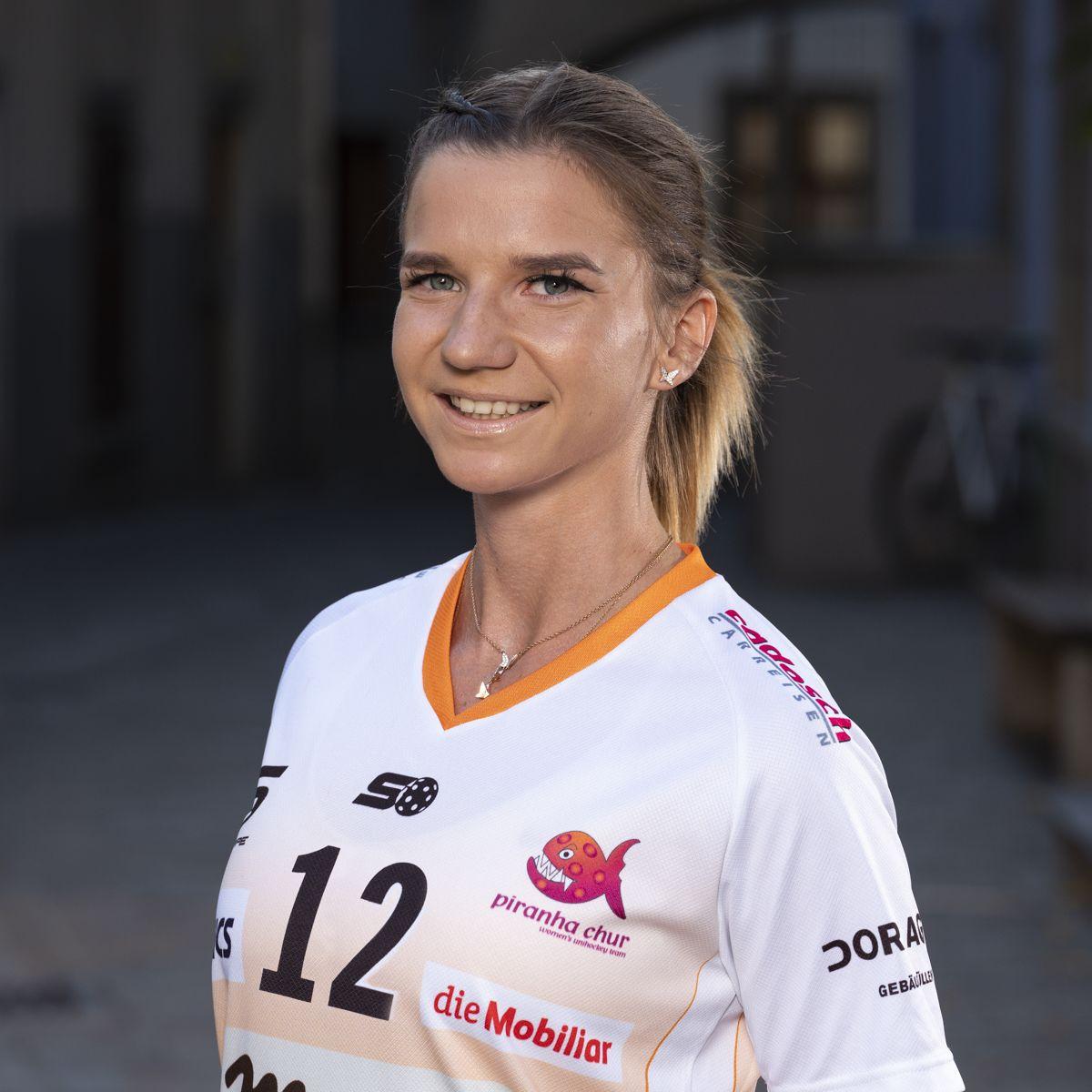 Katarina Klapitova #12_NLA_piranha Chur_Saison 2019-2020_1200x1200_01.jpg