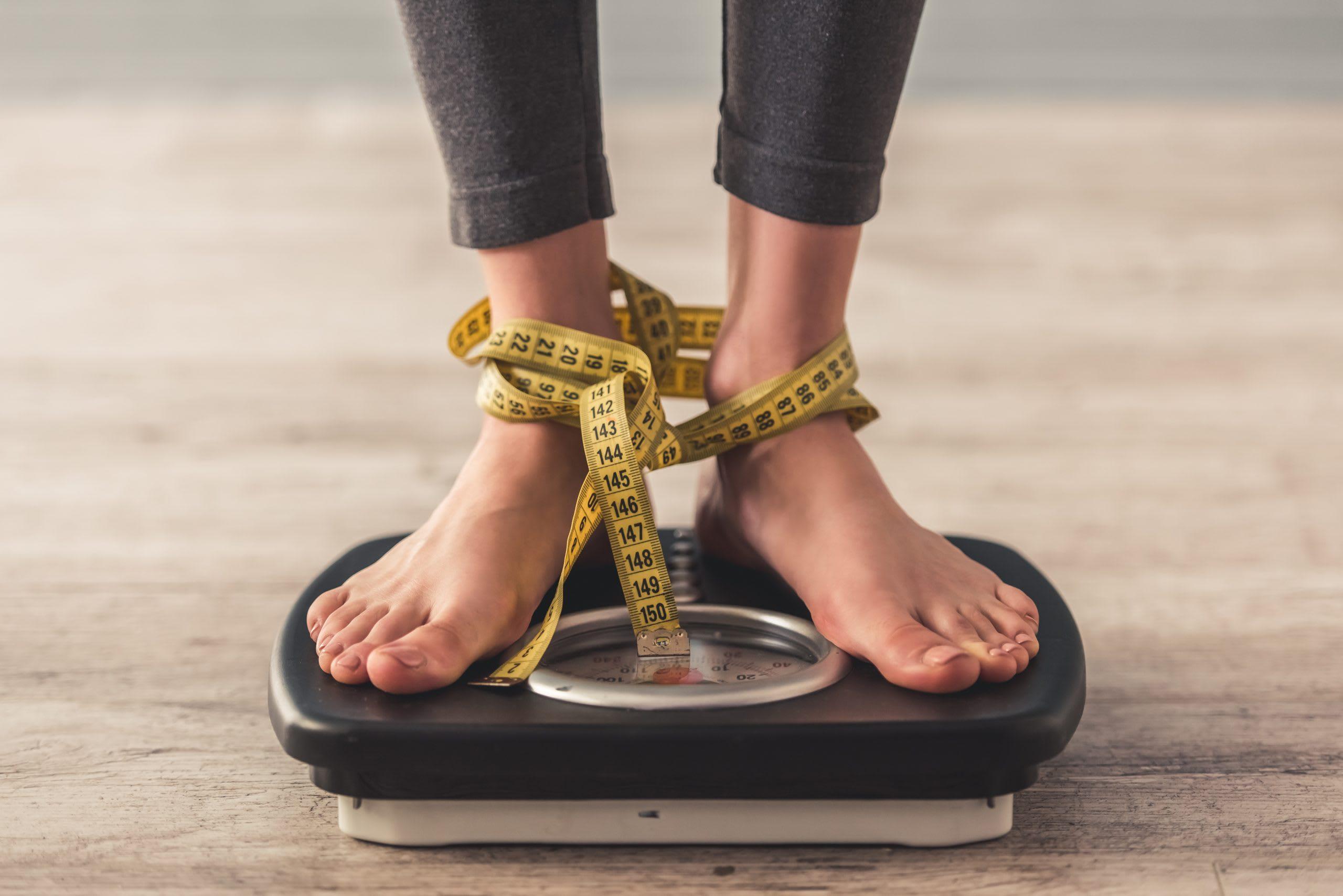 Votre IMC est-il normal? Calculez votre IMC grâce à la formule IMC. Entrez votre sexe (homme/femme), votre poids et votre taille dans le calculateur d'IMC de Swissmilk, et vous obtiendrez votre résultat ainsi que des infos sur l'indice de masse corporelle.