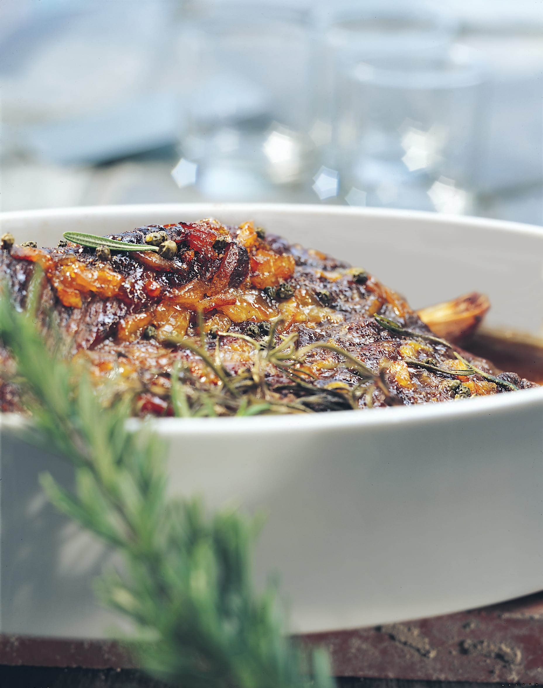 Rôti de boeuf lardé au four avec marinade à l'orange