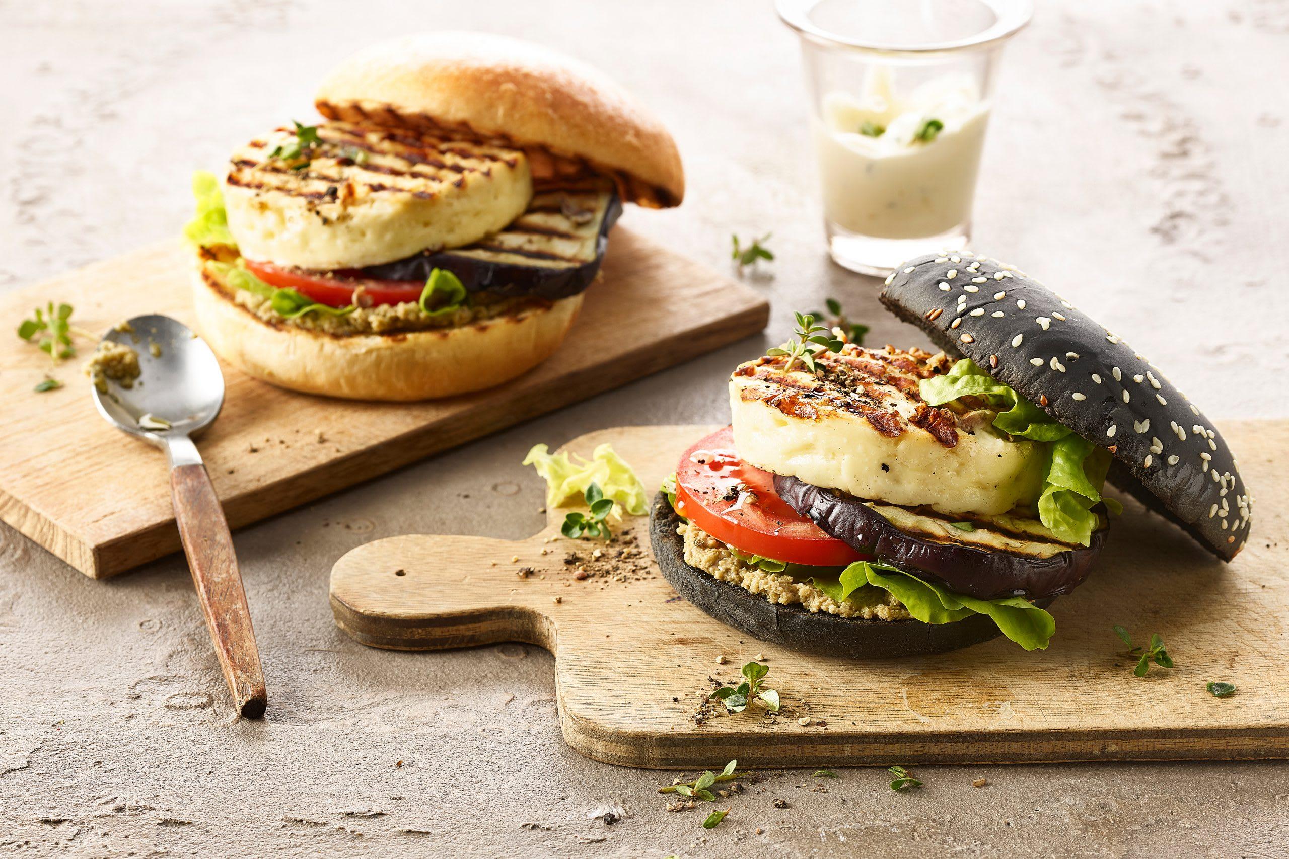 Grillkäse-Burger mit Auberginen