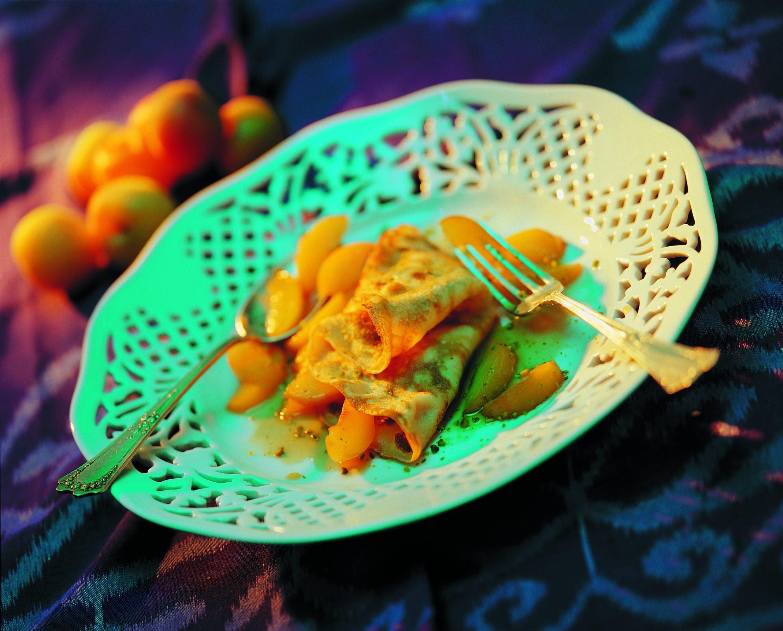 Amaretto-Crêpes mit Caramel-Aprikosen