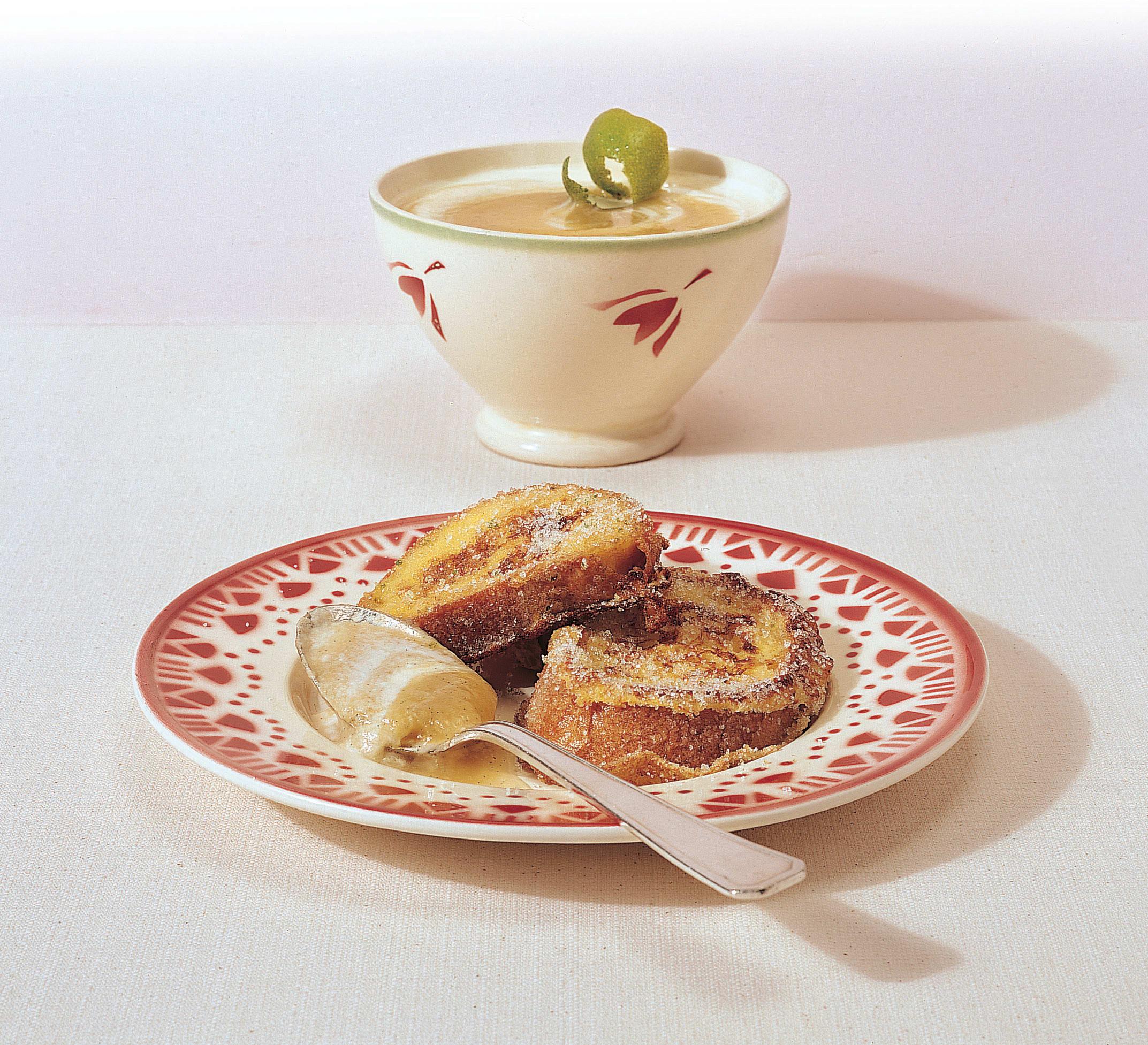 Croûtes dorées, crème yogourt et pommes