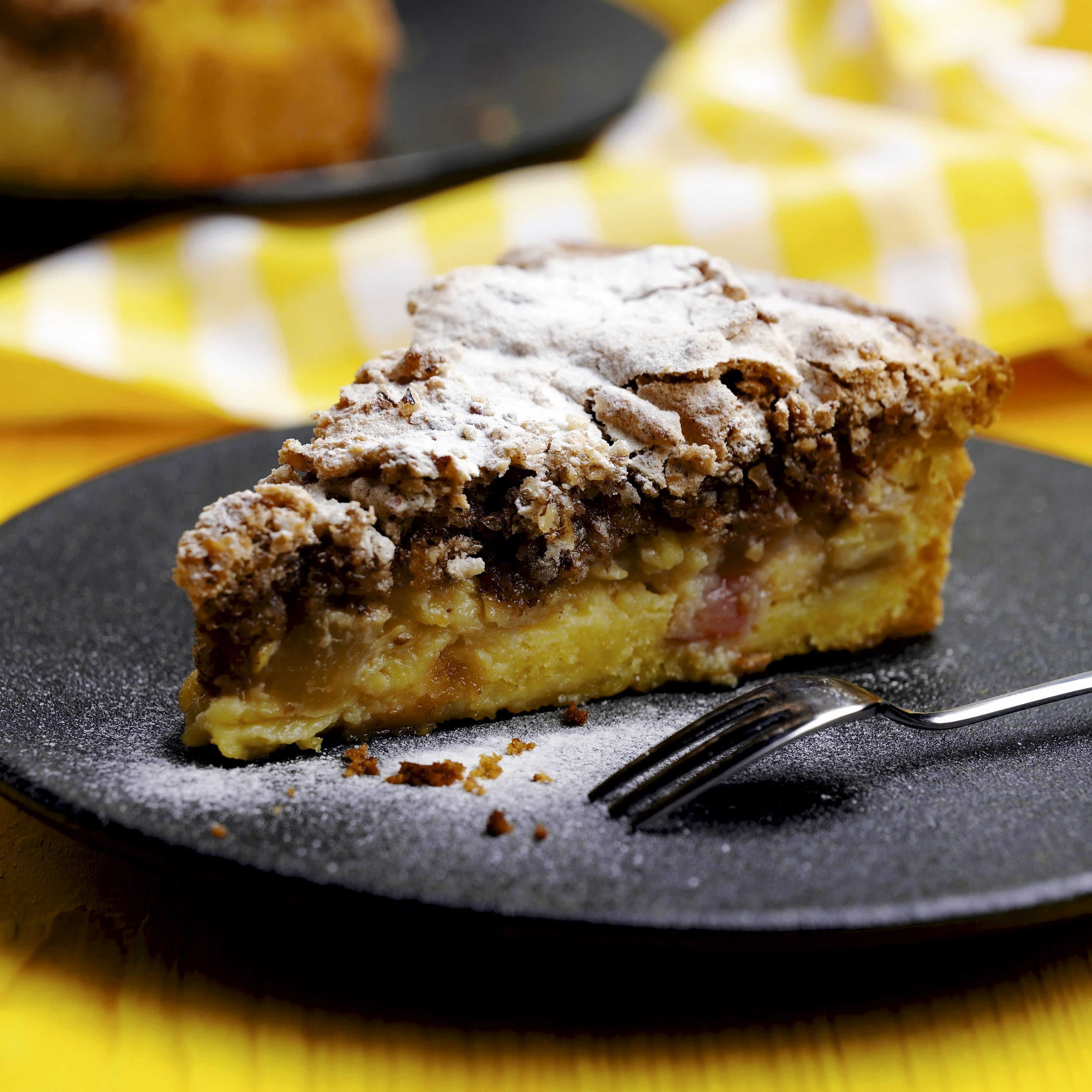 Gâteau aux pommes et à la rhubarbe