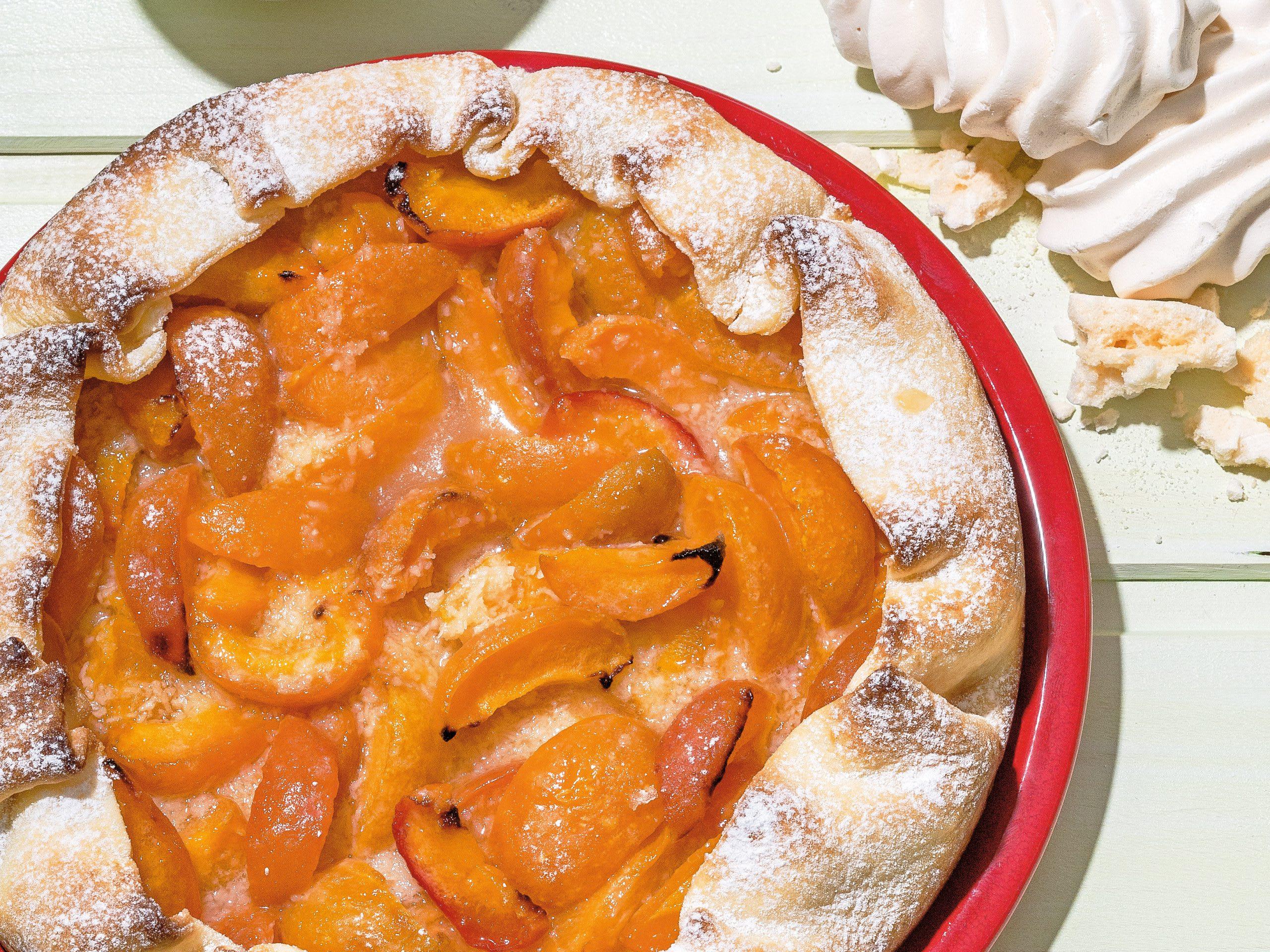 Aprikosen-Pie mit Meringue-Crème-fraîche