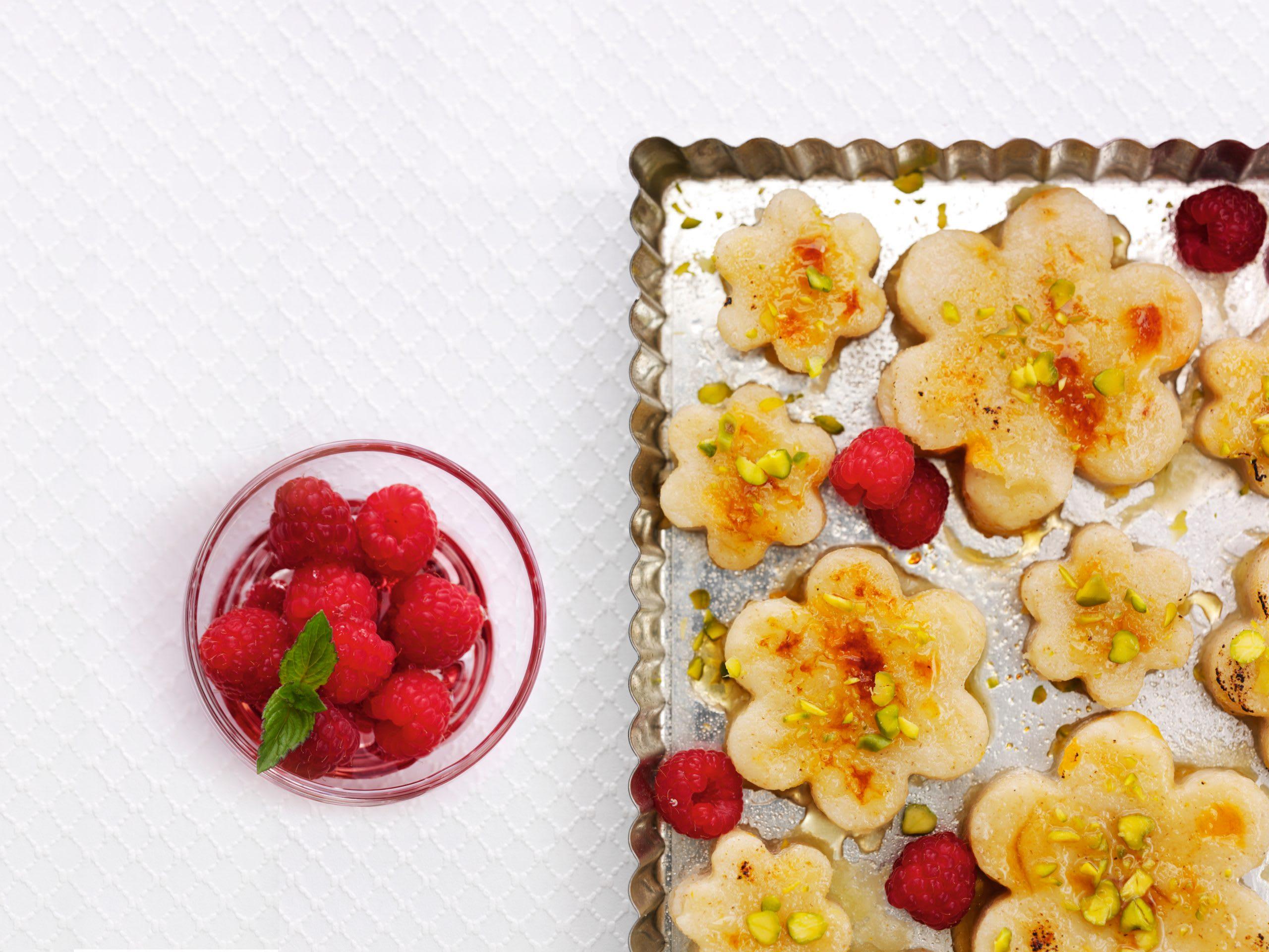 Fleurs d'abricots et compote de framboises
