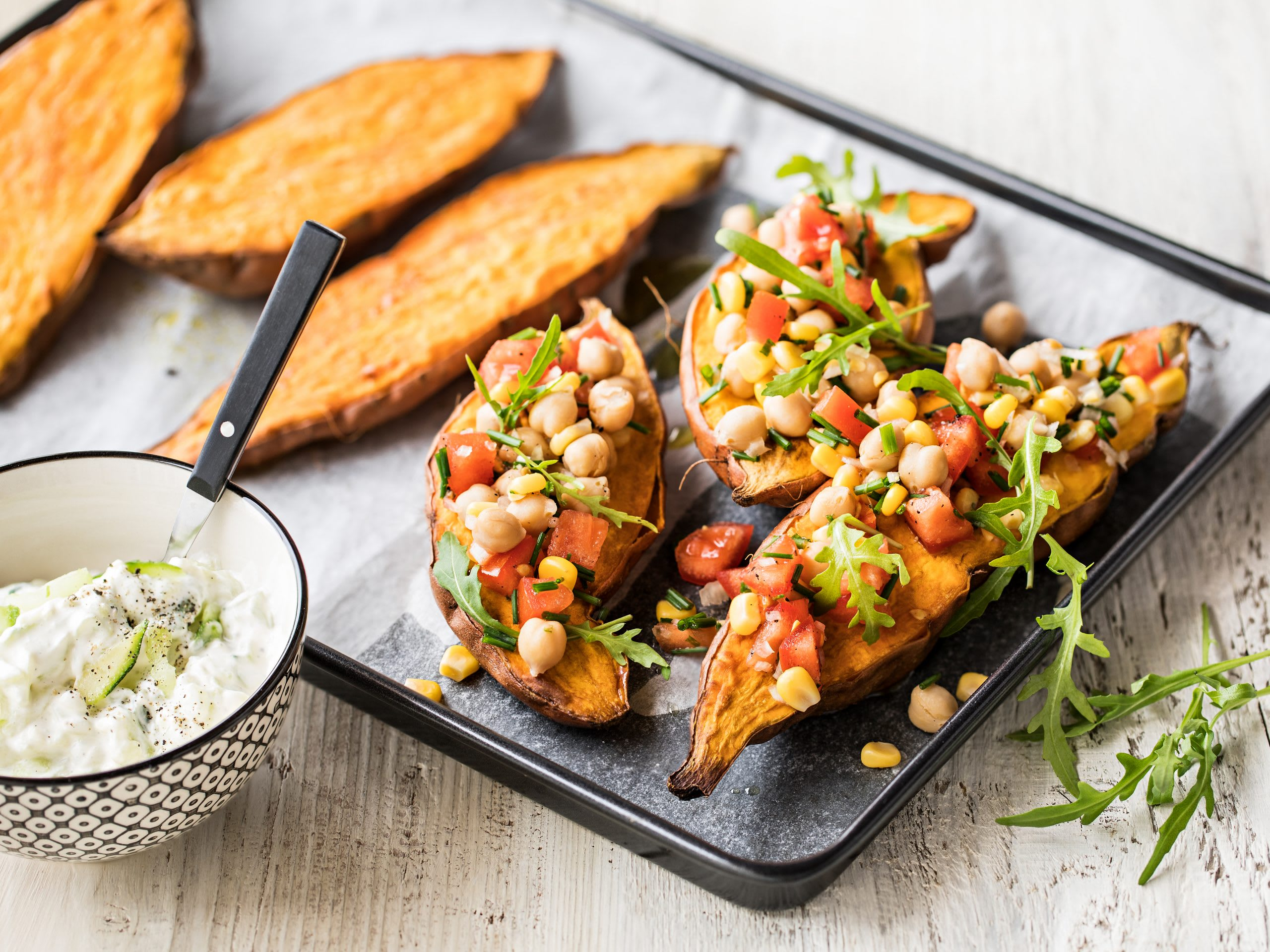 Baked potatoes aux pois chiches et tzatziki