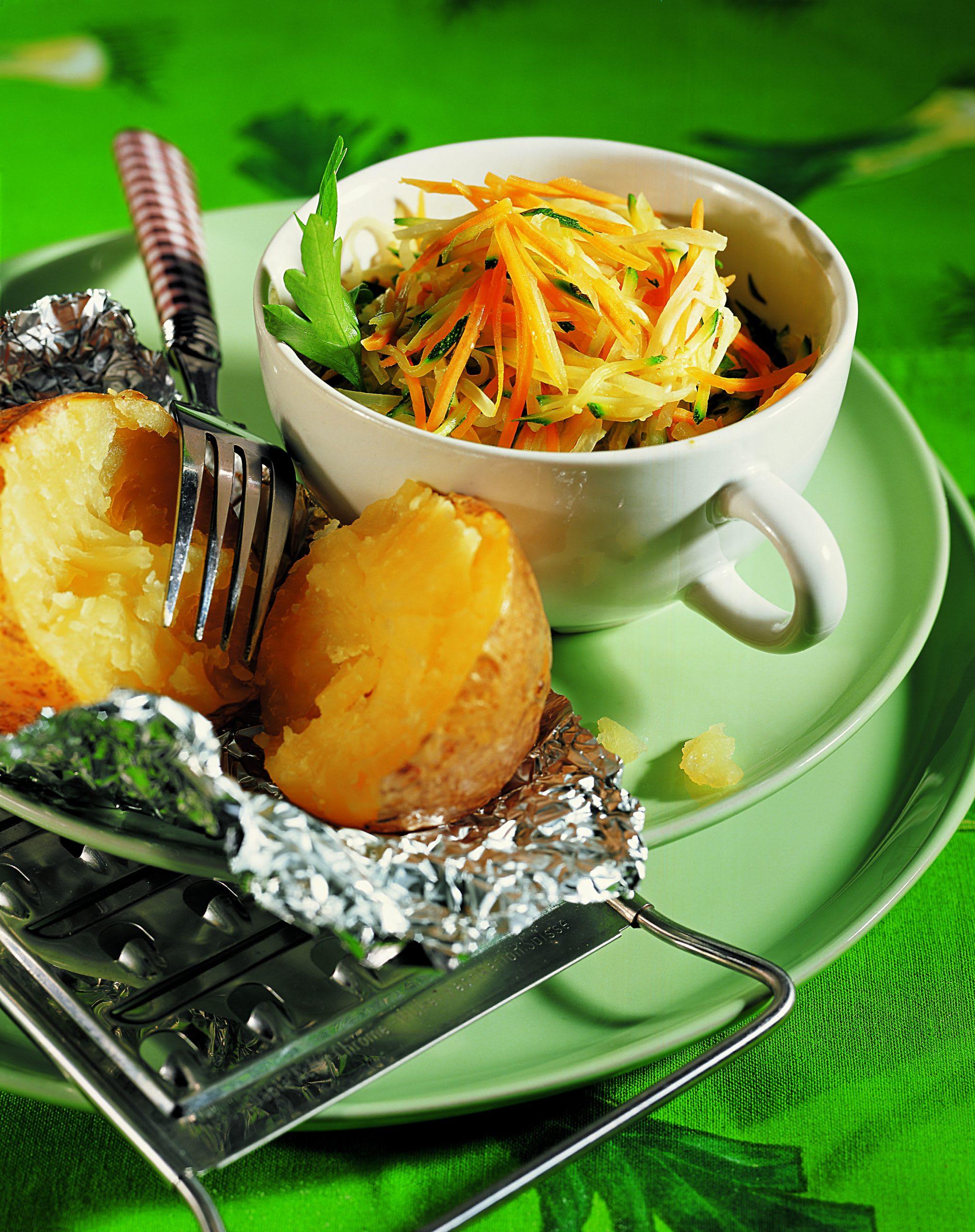 Baked potatoes et julienne de légumes