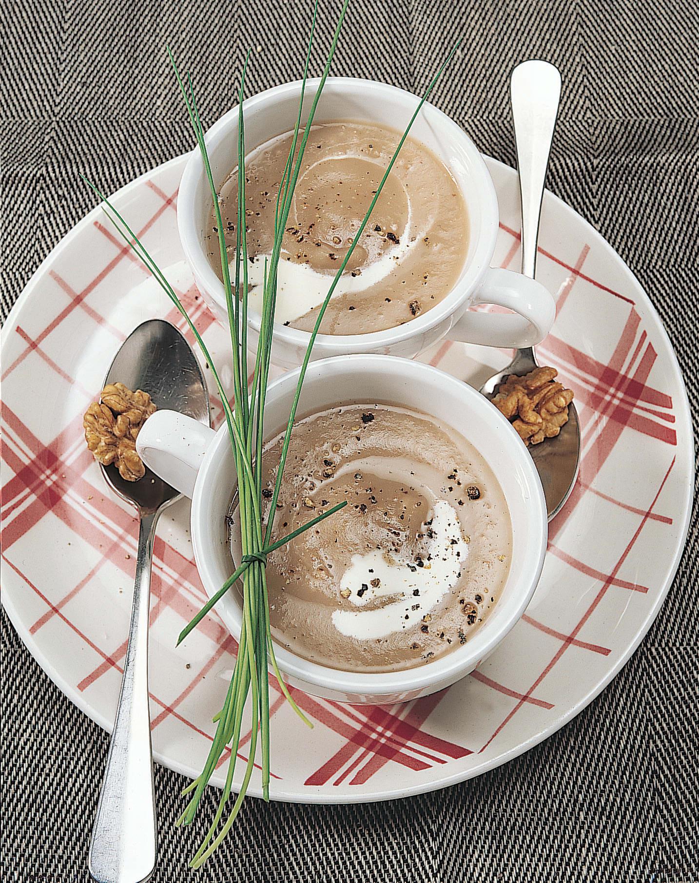 Baumnuss-Suppe