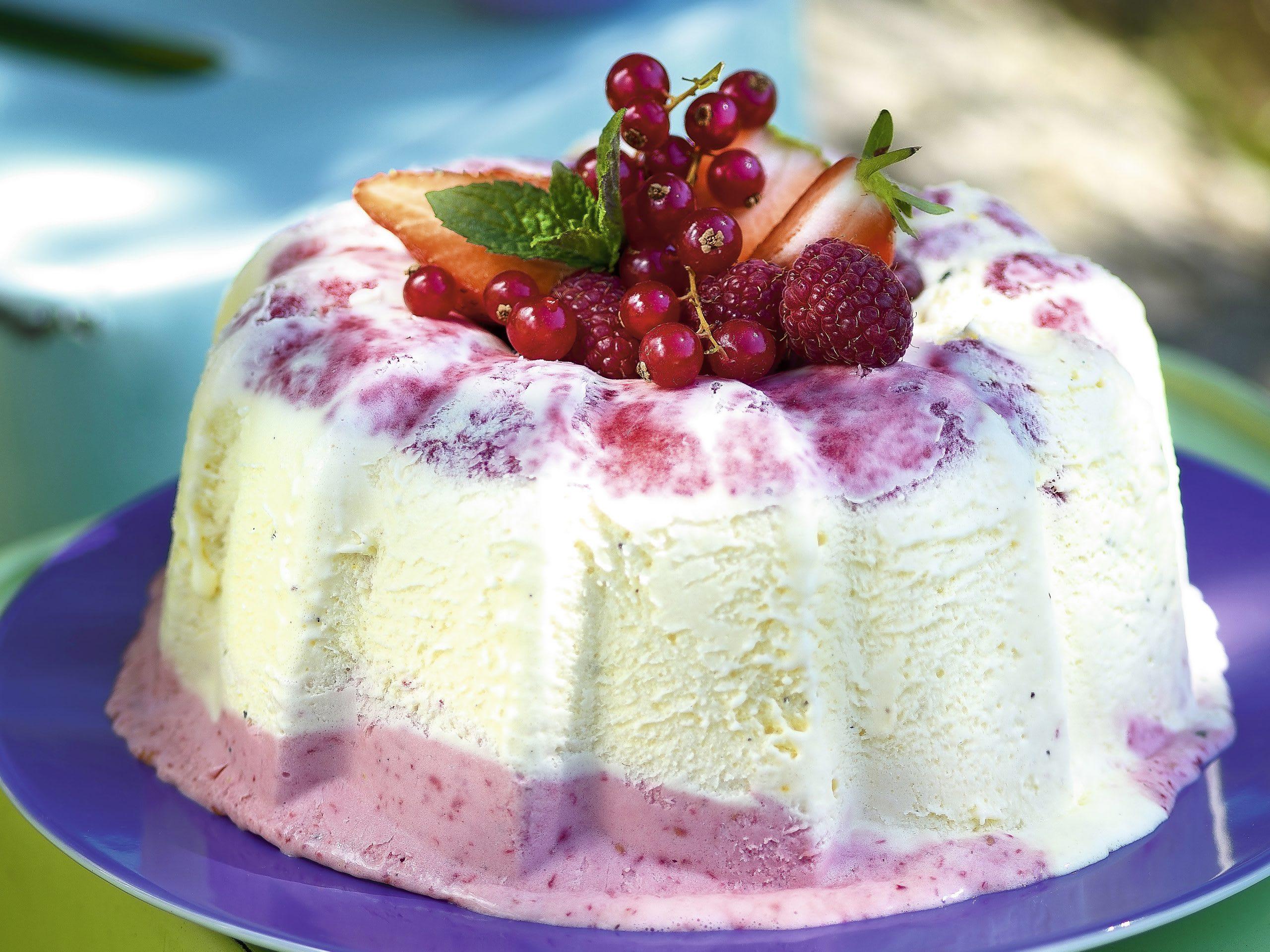 Kouglof glacé aux fruits rouges