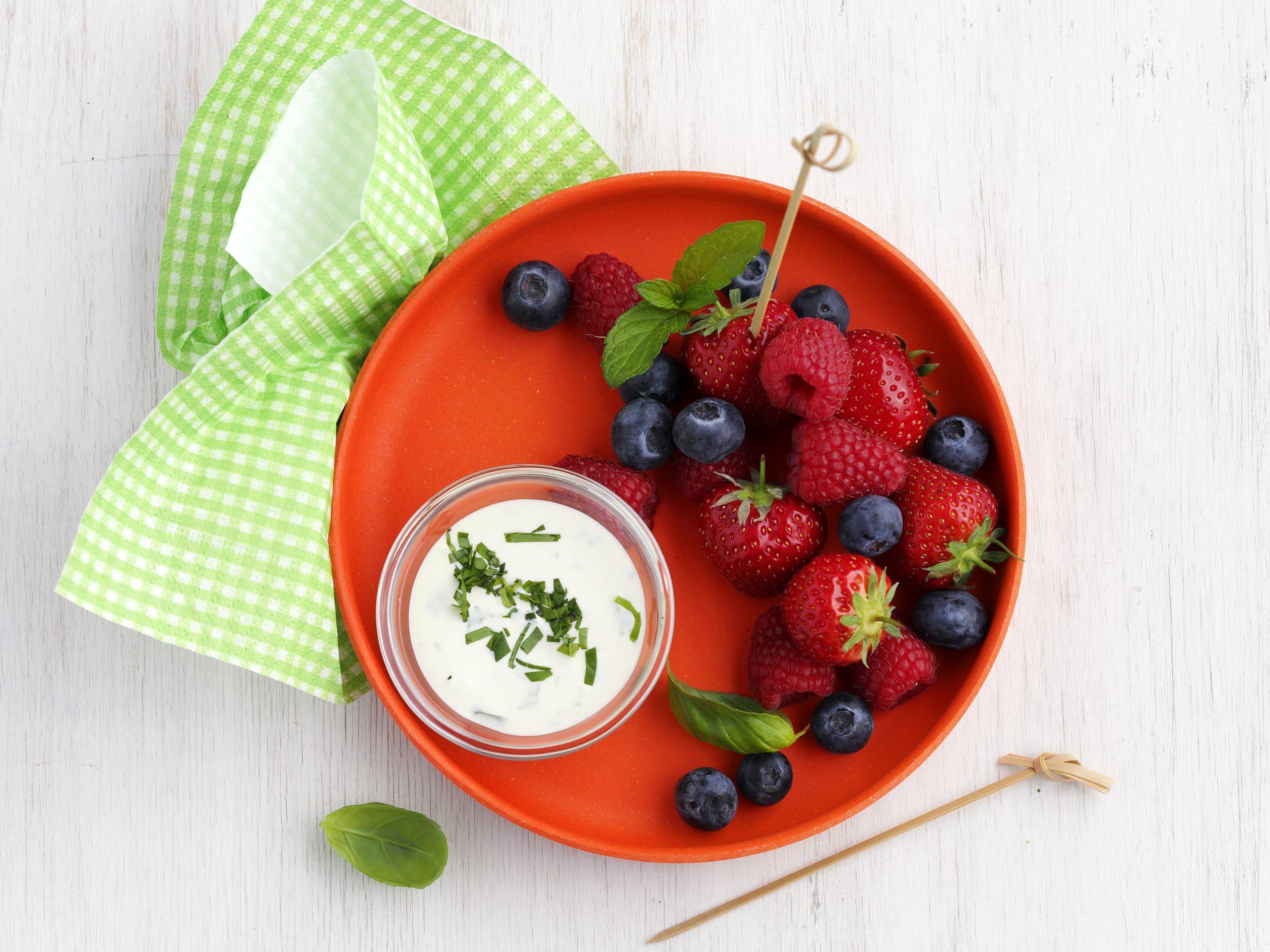Fruits rouges et dip à la crème acidulée