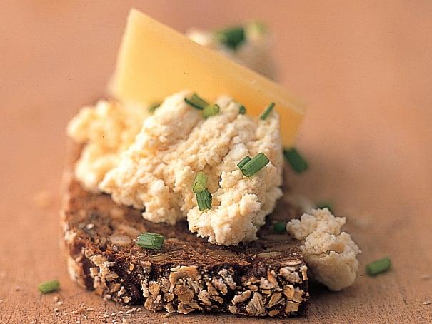 Tartine sérac-moutarde et Gruyère