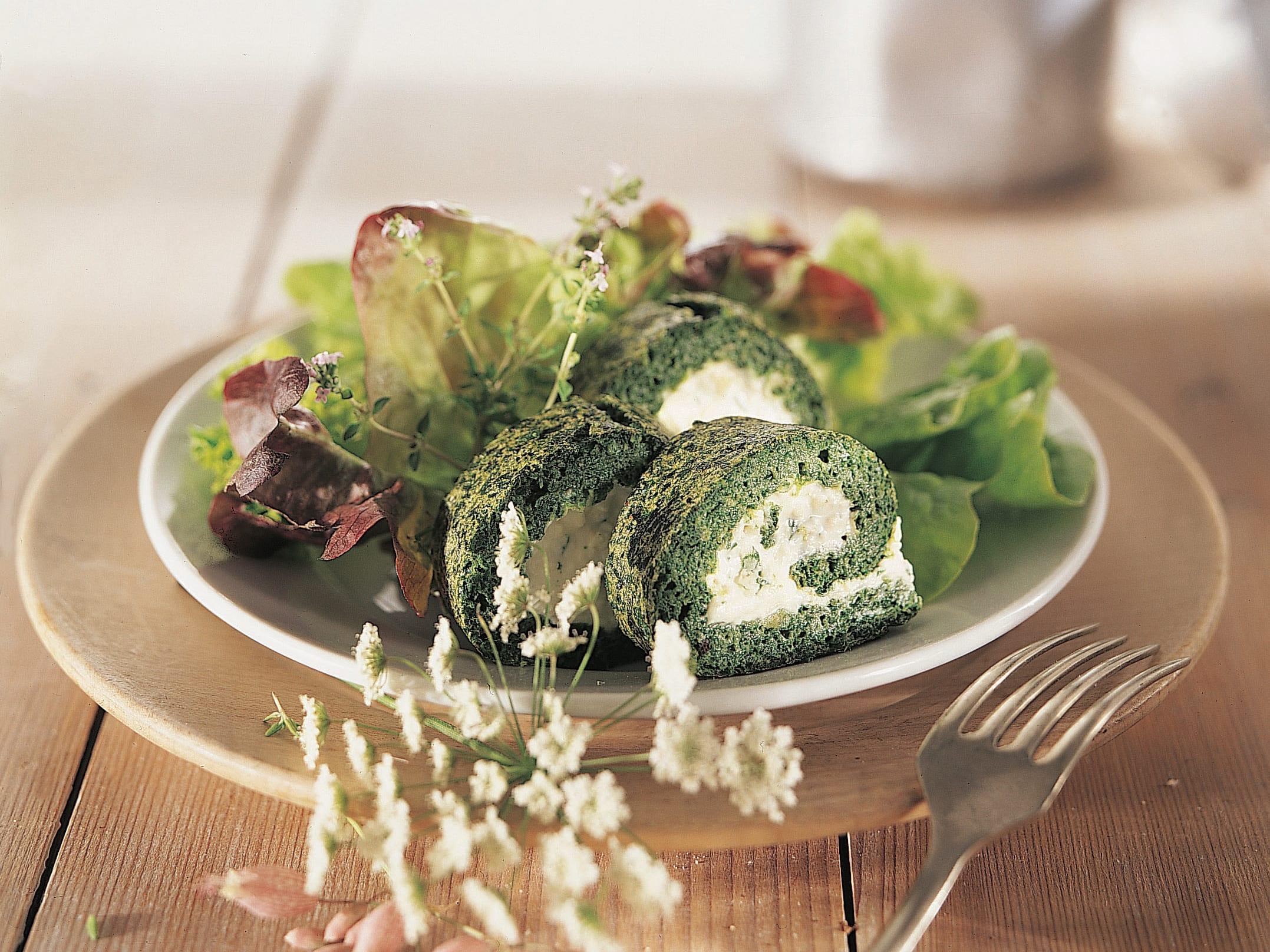 Bergkäse-Roulade zu Herbstsalat