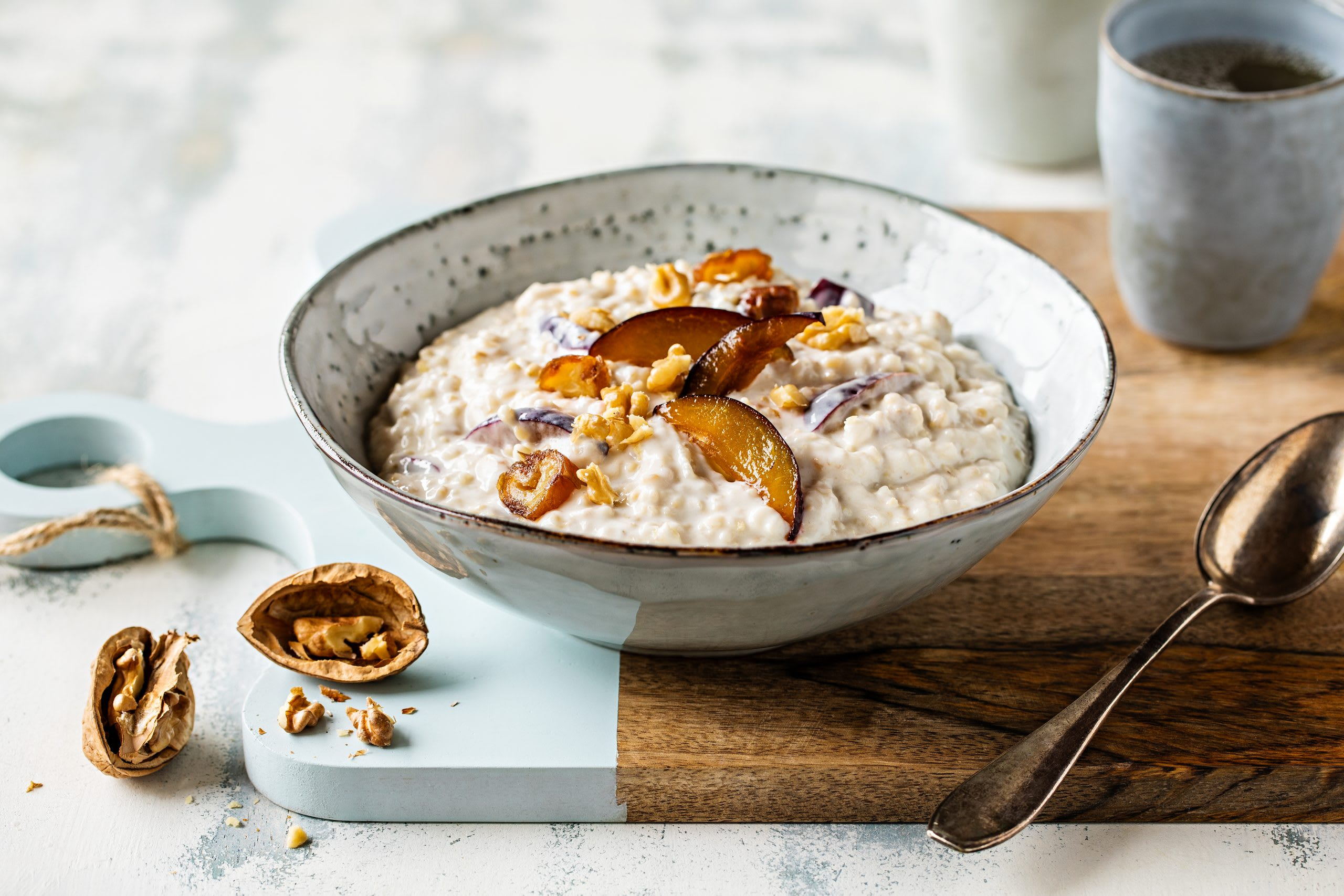 Birnen-Zwetschgen-Porridge mit Datteln