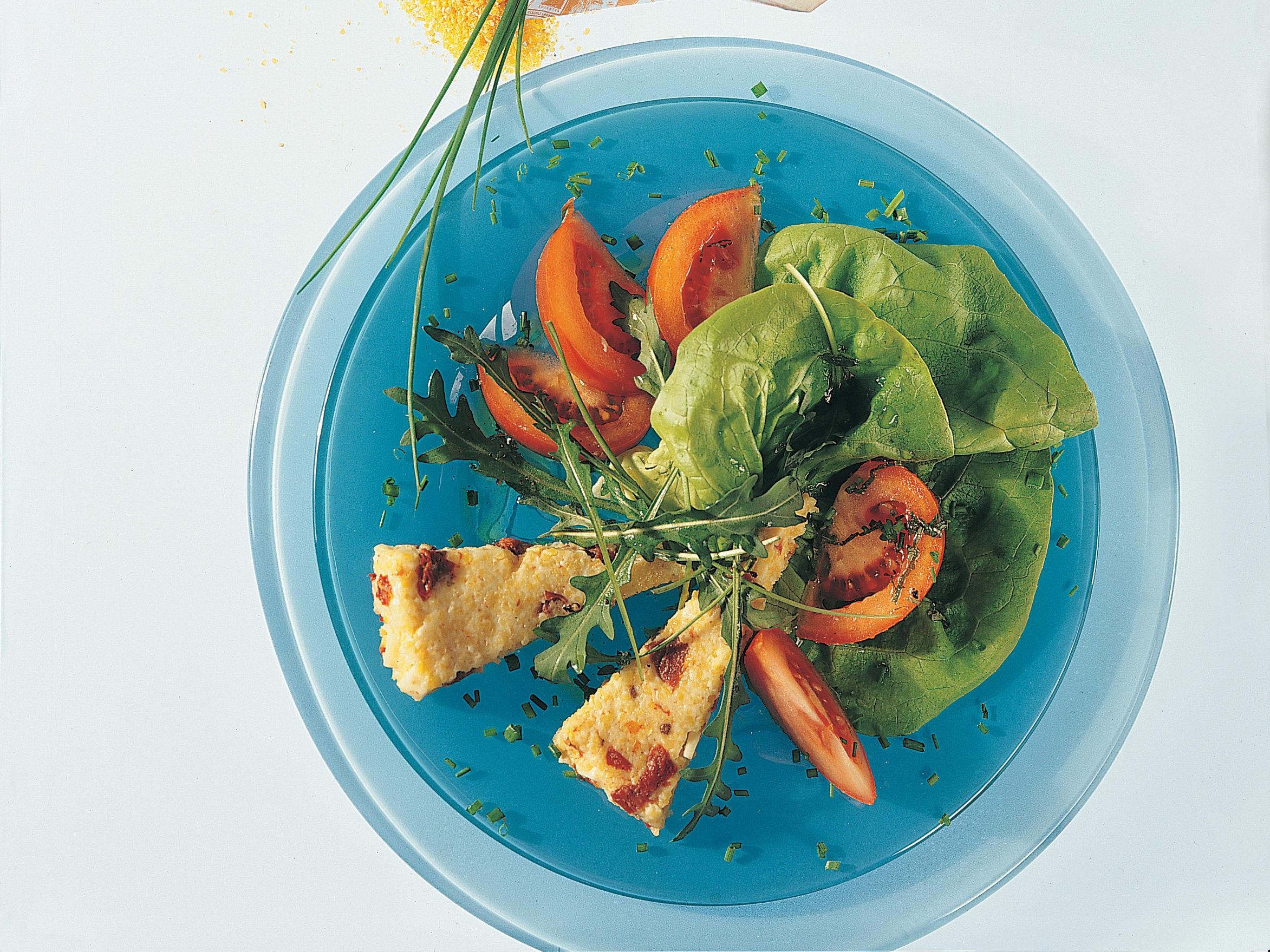 Salade verte aux tomates et ses croquants de maïs