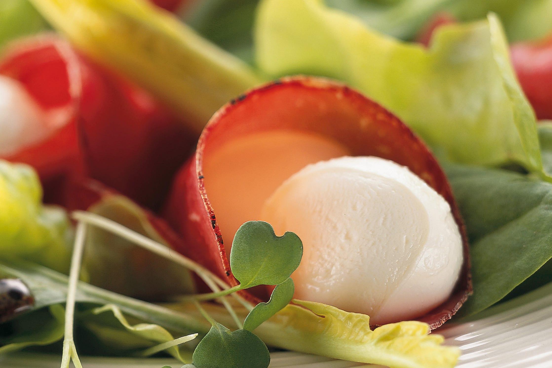 Blattsalat mit Bündnerfleisch und Mozzarella