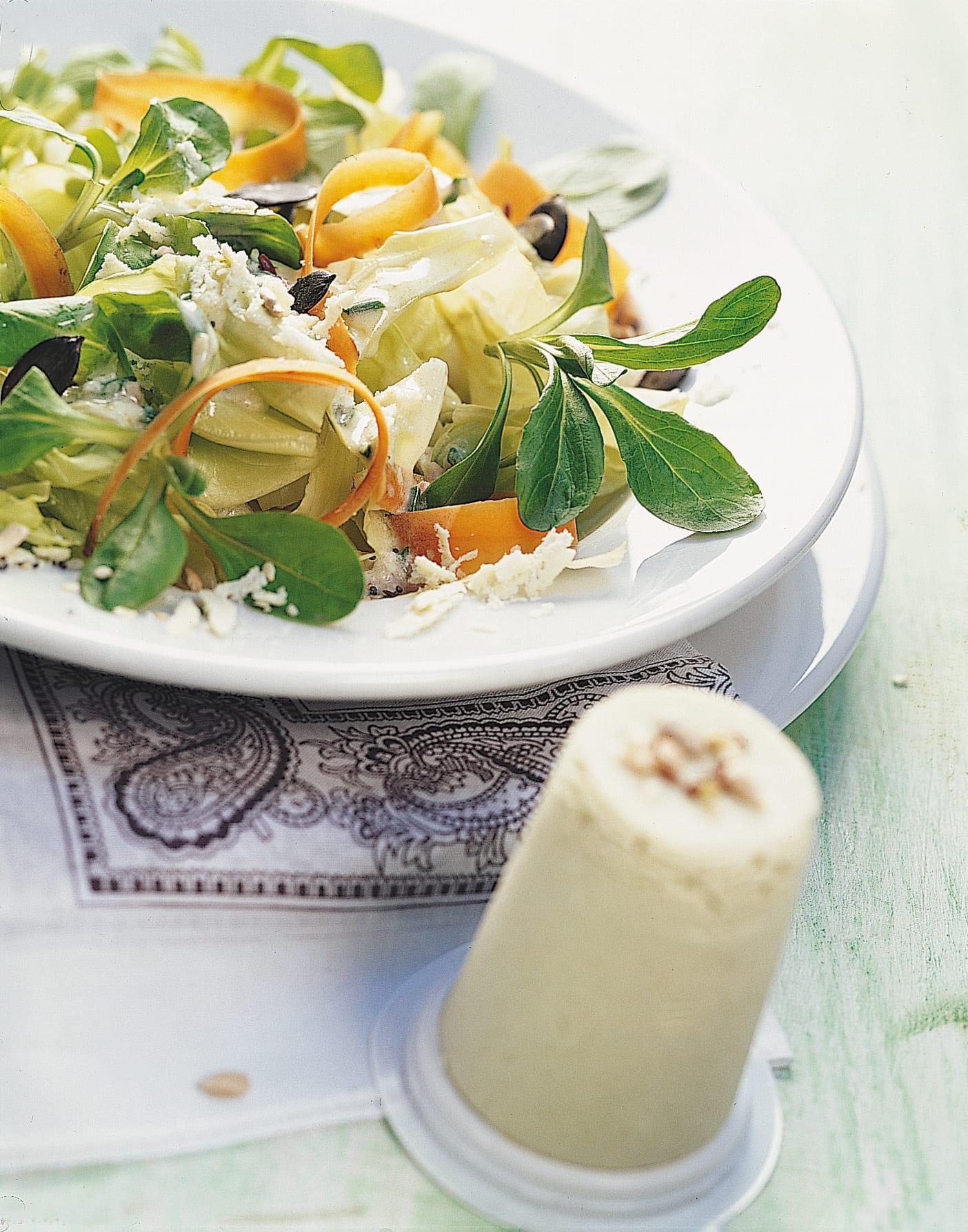 Salade mêlée aux graines et au schabziger