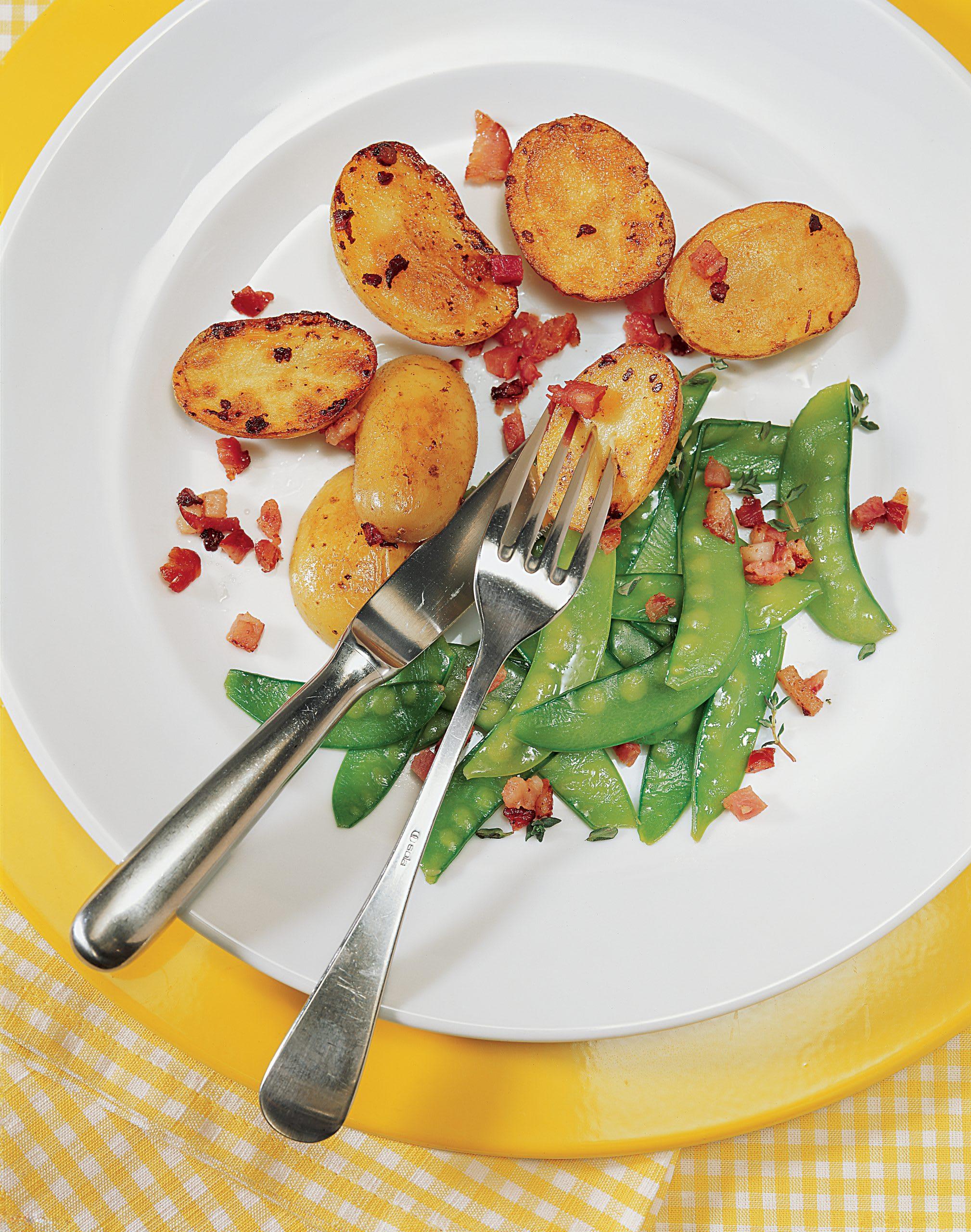 Pommes de terre rôties et pois mange-tout
