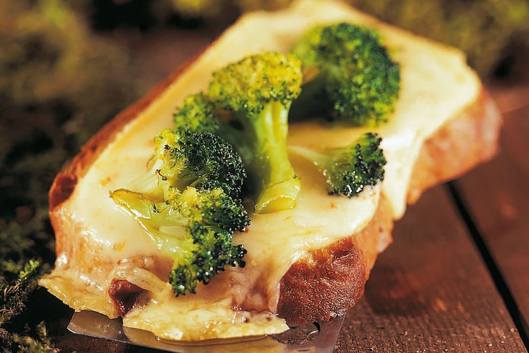Croûtes au fromage et aux brocolis
