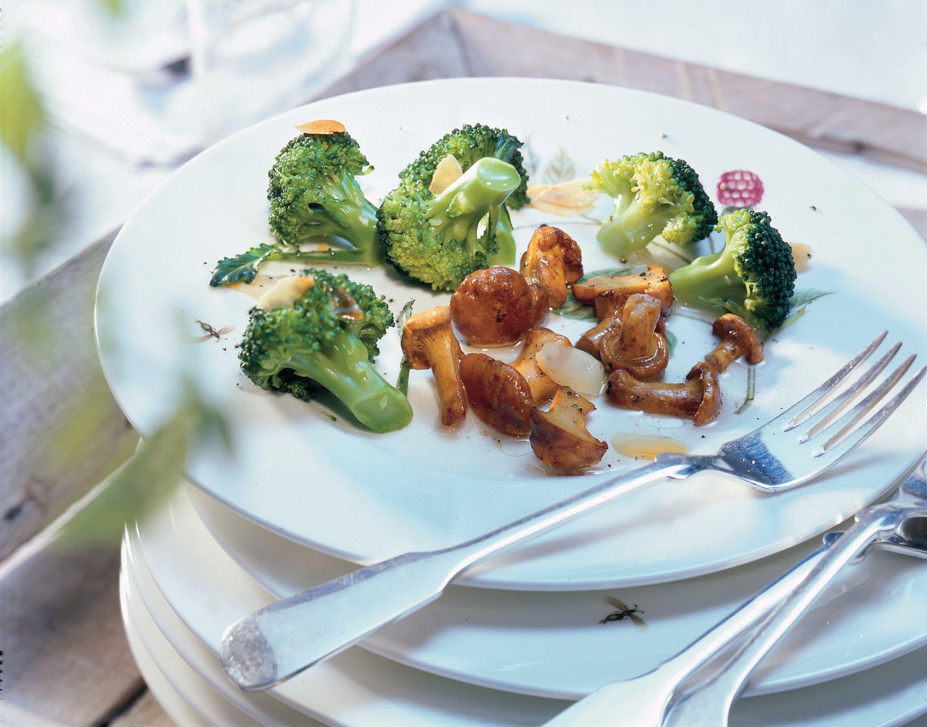 Broccolisalat mit Eierschwämmchen